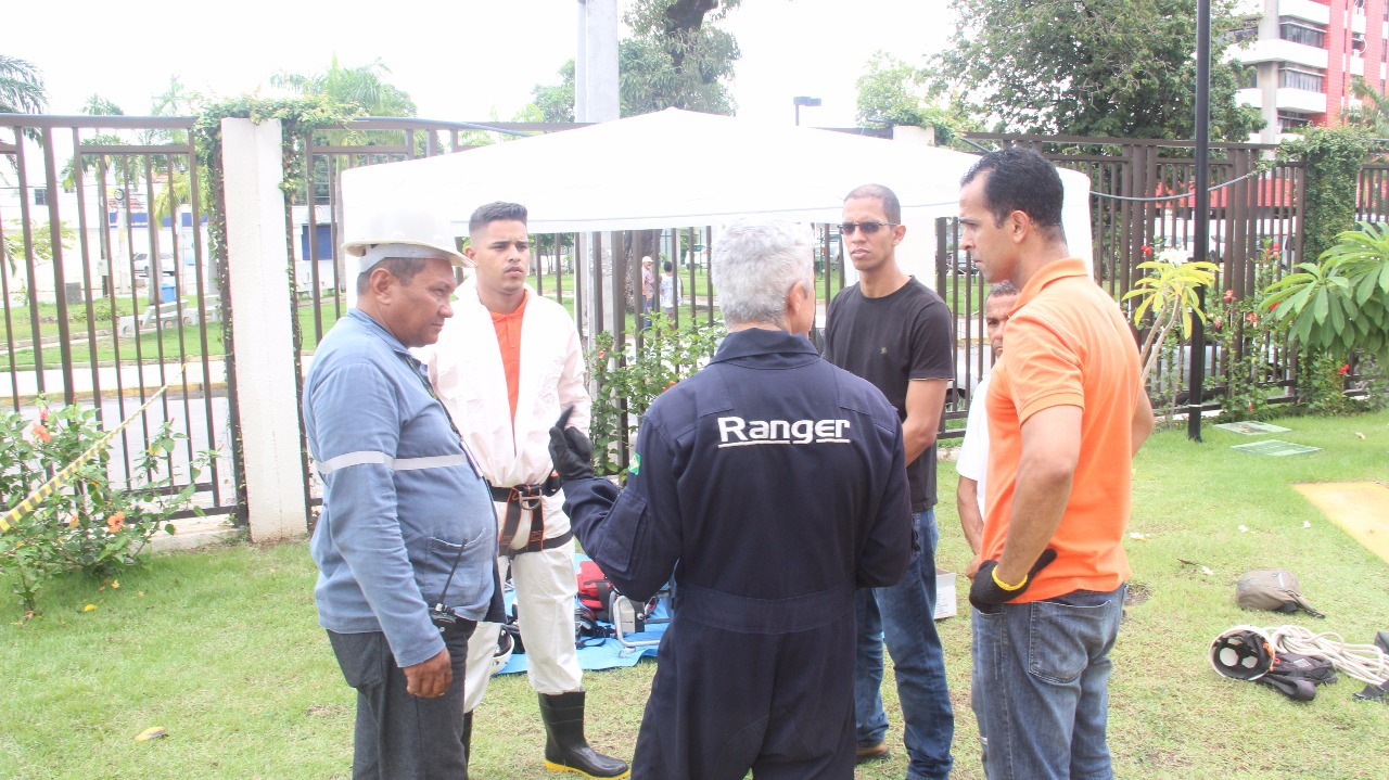 RANGER SMS EXECUTA SERVIÇO DE TROCA DE BOMBA NO CONDOMÍNIO LE PARC